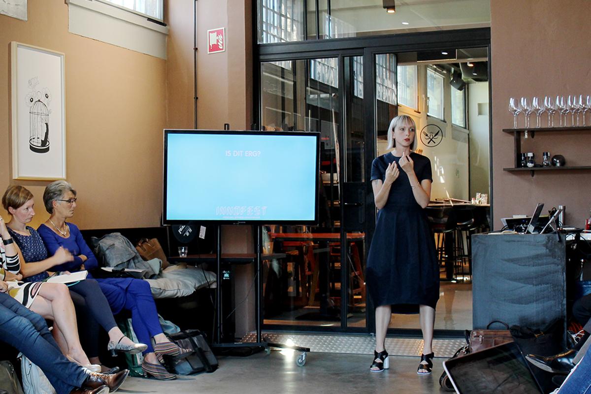 Anna van Nunen: 'Veel innovaties halen het niet. Daarom is het belangrijk ze beter en eerder te testen. Festival zijn daar als tijdelijke minimaatschappij erg geschikt voor'.