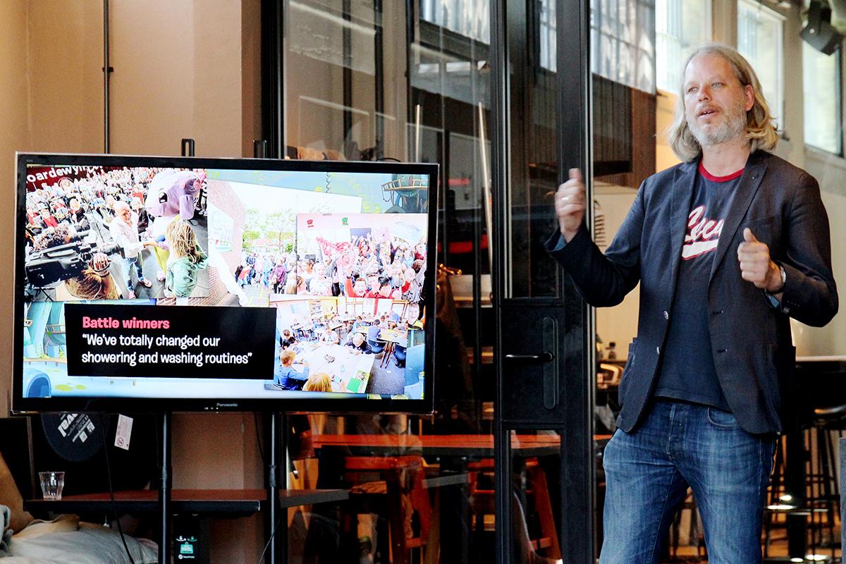 Tim Laning: 'Met gamification hebben we kunnen bijdragen aan een lager waterverbruik, minder laaggeletterdheid en kennis van het Fries bij de verzorging van en communicatie met oudere Friezen, die alleen het Fries machtig zijn.'